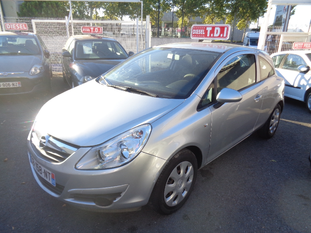 voiture opel corsa 1 3 cdti75 enjoy 3p occasion diesel 2009 158000 km 4990 n mes. Black Bedroom Furniture Sets. Home Design Ideas